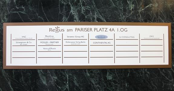 Eingangsschild am Pariser Platz 4a (©jsachse)