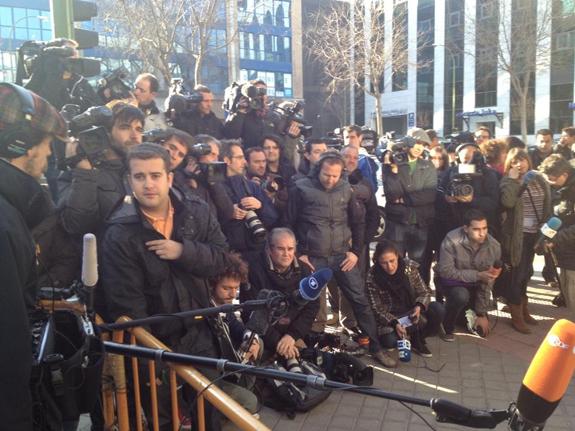 Medienhaufen in Madrid (30.1. ©twitter.com/EuroHoodyt)